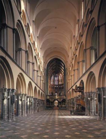 moyen-age-architecture-roman scaldien-cathedrale tournai intérieur