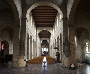 moyen-age-architecture-roman-mosan-STgert nivelles-int